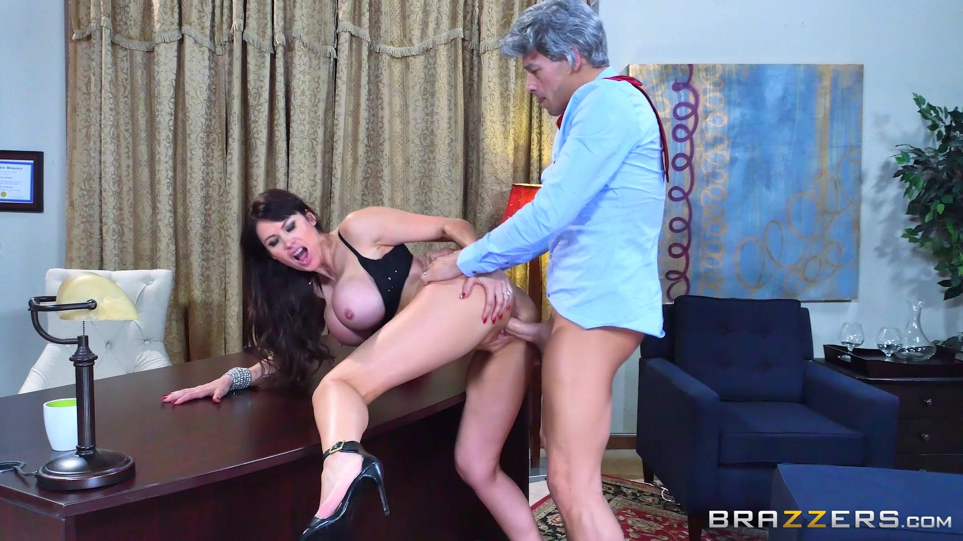 Сисястую горничную трахает, Порно домработницы, порно видео с горничными 2 фотография
