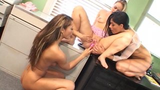 Streaming porn video still #8 from Teen Treats